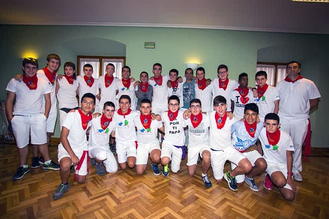 Los cadetes del Zarramonza, listos para tirar el cohete e iniciar las fiestas en Arróniz.
