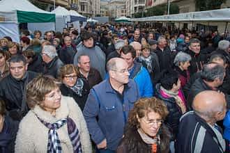 El público abarrotó la calle San Andrés en torno al queso.