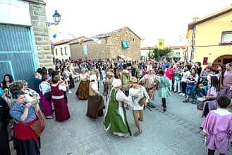 Cientos de vecinos y visitantes disfrutaron de las actuaciones en la calle.