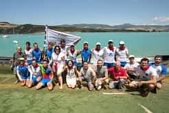 El equipo Donostiarra, campeón de la prueba y con el pañuelico al cuello, junto a los organizadores y representantes municipales que acudieron al evento