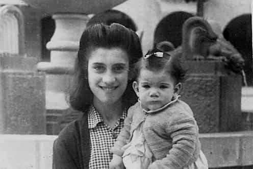 1947. María Ángeles Mañeru Belda y María Mañeru Belda.