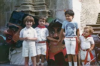 Fiestas de 1983. De izda. a dcha., Susana Azanza, Txemi Legarda, Sergio San Vicente y Raúl Legarda.