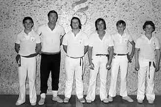 De izda. a dcha., Andueza, Matías Sanz (primer entrenador de la Escuela de Pelota, fundada en 1970), José Ignacio San Vicente, Toño Sanz y Andueza.