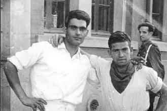 1946. Vicente Leorza y Ángel Carretero, tras el cohete.