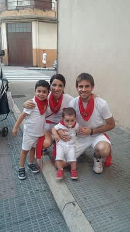 Christian Echarri Michelena, su mujer Iani Calle y los hijos de ambos Oier e Ibai Echarri Calle. Fiestas de Estella de 2019.