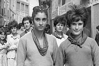 1968. En la cuesta Entrañas, Conchi Carretero y Tere Gómez.