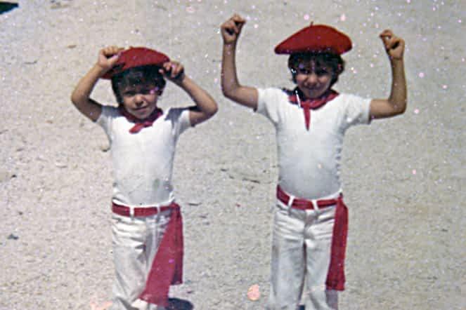 Fiestas de 1977. Roberto (izda.) y Raúl López (dcha.), preparados para la fiesta.