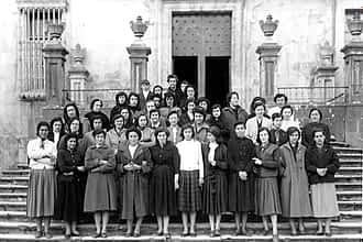 Década de los 40. Un grupo de señoras de Estella durante una visita cultural.