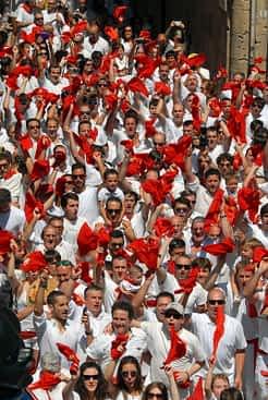 'Blanco impoluto, roja pasión'