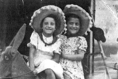 1941. Milagros López y Sarita.