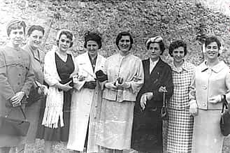 Década de los 50. Un grupo de mujeres entre las que se encuentran Eli Jiménez, Miren Larrucea, Carmen Montoya y la señora de Magolaras.