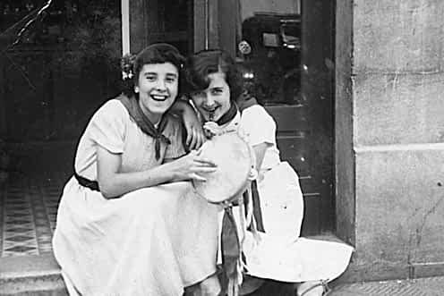 1953. Milagros López y Josefina Alzórriz.