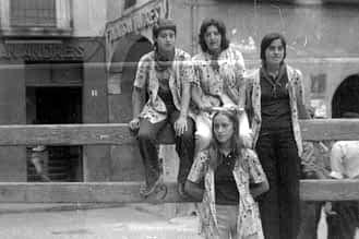 1971. En el tablado de la plaza Santiago, Puy Zugasti, Mariasun Domblás, Mariví Elisalt y Puy Santamaría.