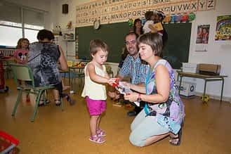 Primer día para los alumnos de Infantil de Lizarra Ikastola en periodo de adaptación.