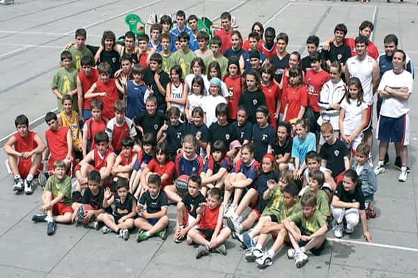 El streetball reunió en la plaza a 24 equipos