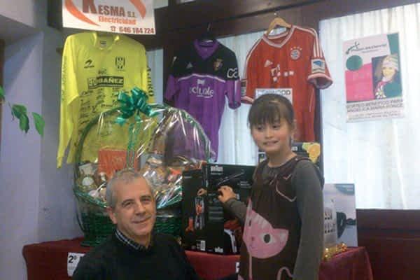 Venta de boletos para un sorteo navideño en favor de Angélica Ponce, síndrome Phelan-McDermid
