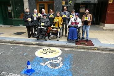 Una campaña sensibiliza sobre el buen uso de las plazas para minusválidos
