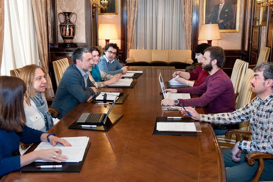 Reunión con Gobierno de Navarra sobre las necesidades de la residencia Santo Domingo