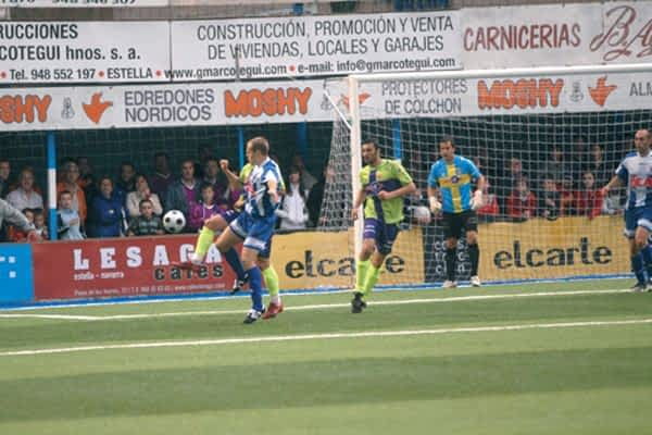 Derrota ante el Alavés en su primer partido de liga
