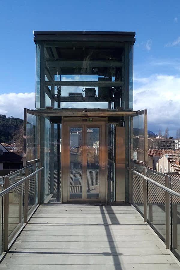 El Ayuntamiento no descarta reemplazar los ascensores de San Pedro y de Lizarra ante las continuas averías