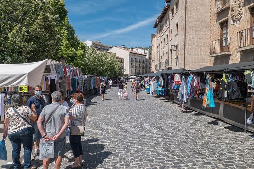 El Ayuntamiento de Estella exime del pago de tasas a hosteleros y a vendedores del jueves