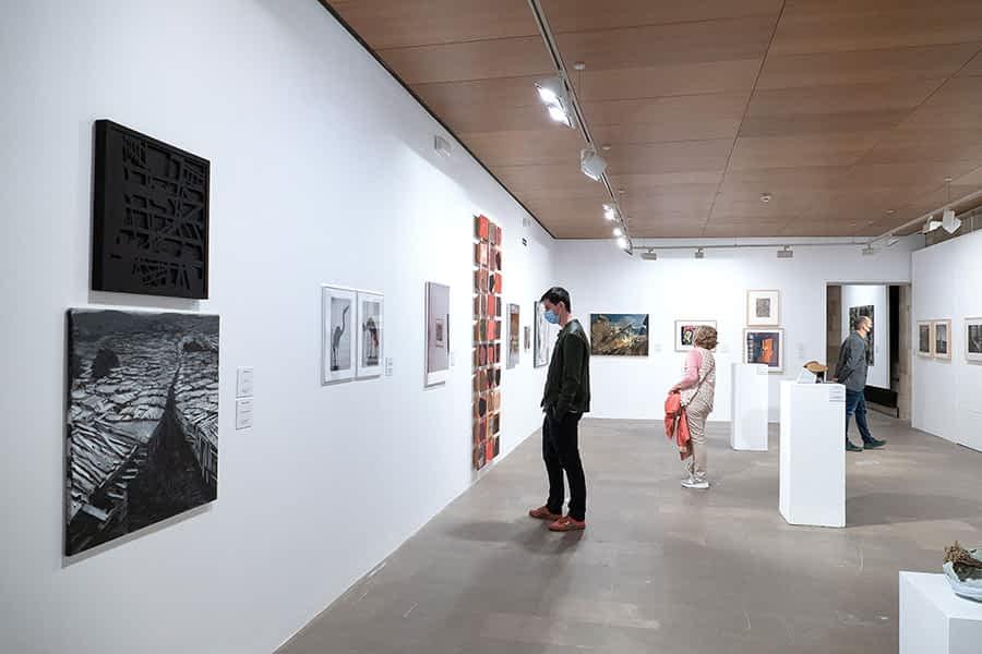 Reflexión sobre lo cotidiano en la exposición Artea Oinez