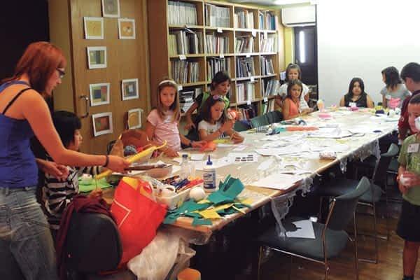 Sesenta niños experimentaron el arte en el Museo