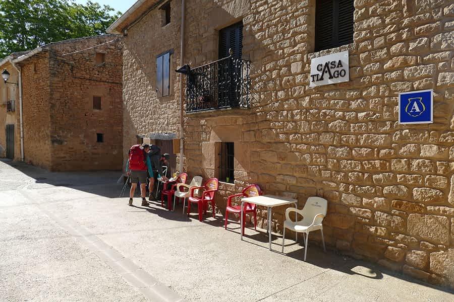 El albergue Casa Tiago, de Luquin, recibe a decenas de peregrinos que pasan por la localidad en su peregrinaje