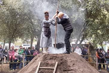 Las mujeres de Ancín encendieron la carbonera