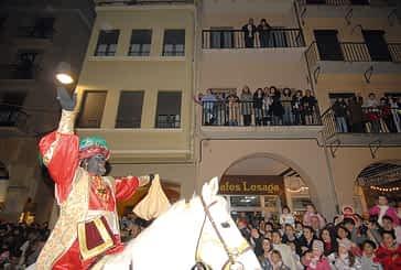 La magia de la cabalgata de Reyes recorrió las calles de Estella