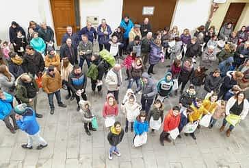 Los Arcos repartió 375 barras de pan y 444 botellas de vino por San Vicente
