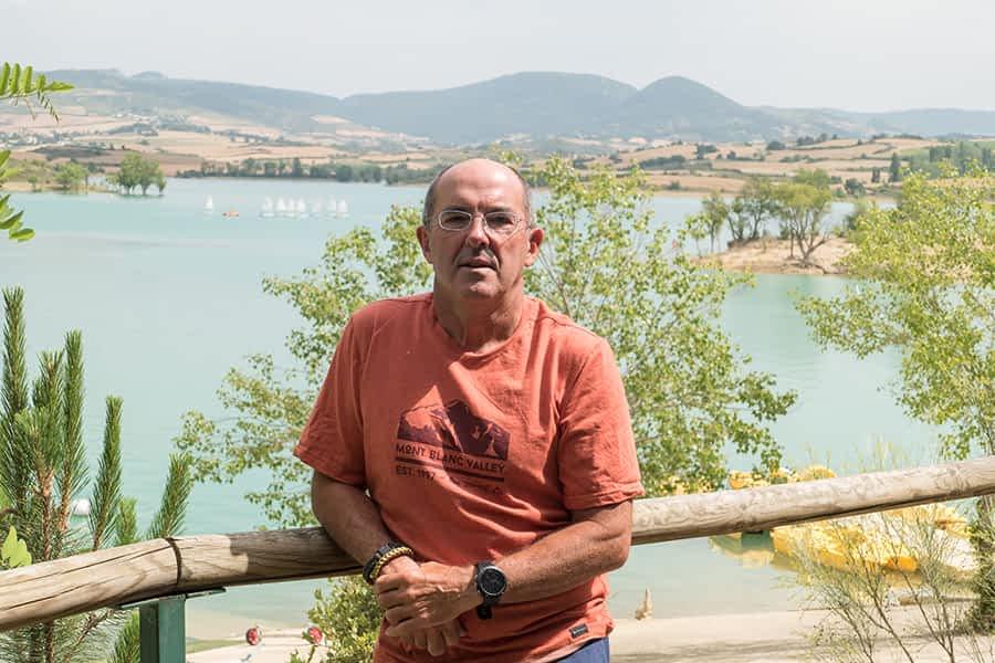 """PRIMER PLANO – ÁNGEL LUIS GONZÁLEZ DÍEZ – Presidente de la Federación Navarra de Vela y de la Asociación Turística Tierras de Iranzu – """"El ruido, el abandono de basura, los perros sueltos, todo se puede evitar poniendo de nuestra parte"""""""