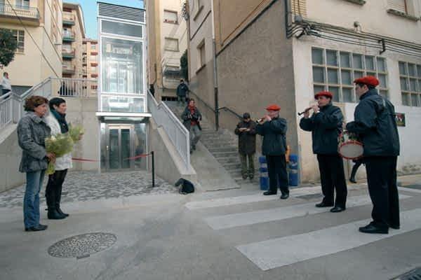 Tres ascensores mejoran la accesibilidad del barrio de Lizarra