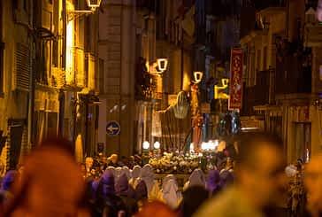 Compromiso y devoción en la procesión del Santo Entierro