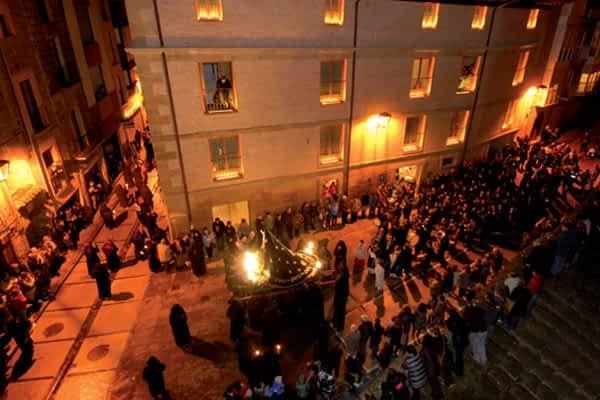La procesión del Santo Entierro recorrió las calles de Estella