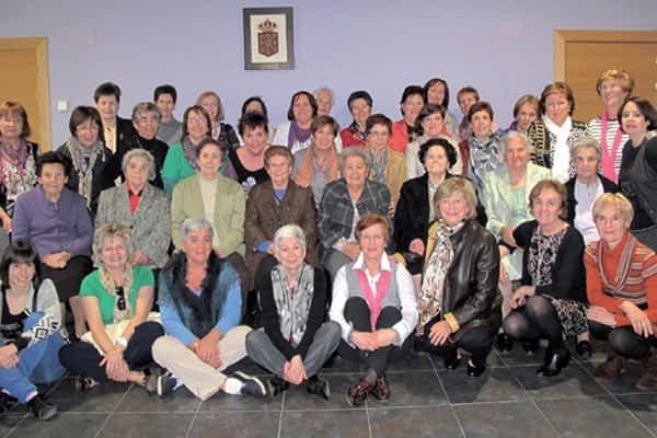 Misa, taller de Feng Shui, comida y bingo en el Día de la Mujer de Azuelo