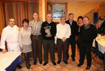 Felipe García recogió el Estellés del Año en nombre del grupo Padre Hilario Olazarán