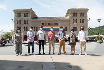 Edificios de la ciudad lucen banderas con motivo del Día Internacional del Orgullo LGTBI, que se celebra el 28 de junio