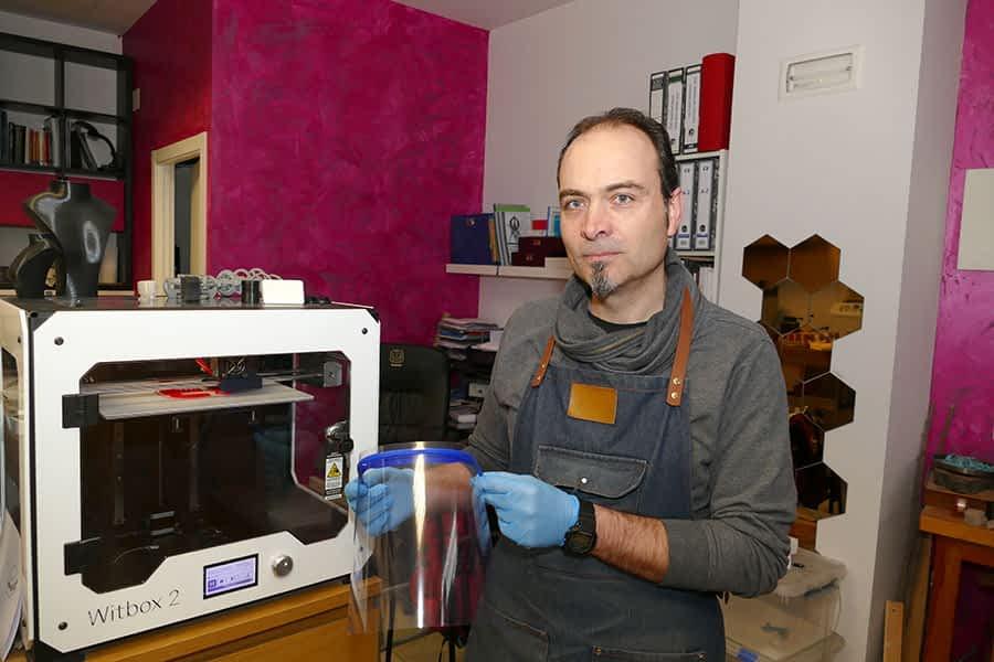 Unos 25 'makers' de Tierra Estella imprimen pantallas protectoras