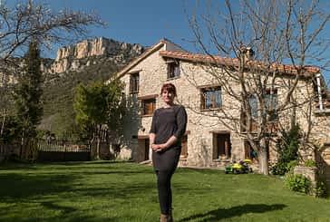 """PRIMER PLANO - MARÍA MARTÍNEZ, COORDINADORA DE LA ASOCIACIÓN DE CR DE TIERRA ESTELLA - """"La gente busca  lo que ofrecemos: alojamientos con exteriores amplios en entornos  más seguros"""""""