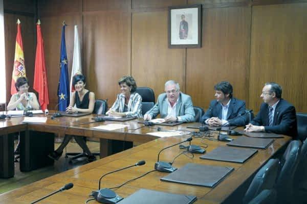 Asfi Itxako Navarra se presenta ante sus aficionados en un partido solidario