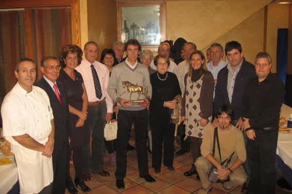Pablo Hermoso de Mendoza recibe el trofeo de Triunfador de la Feria 2010