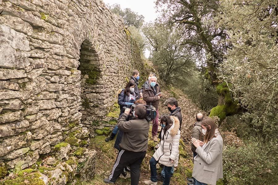 Un viaducto romano perfectamente conservado en Azcona se suma a la oferta turística de la zona