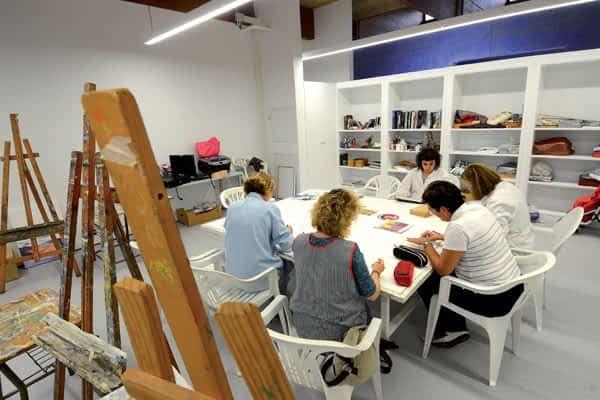 San Benito inaugura espacios para el taller de pintura Almudi