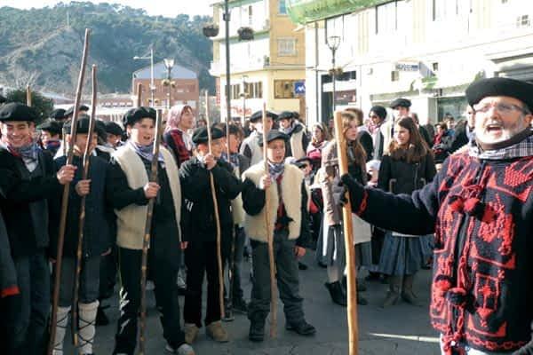 Santa Águeda escuchó los cantos de los alumnos  de Lizarra Ikastola