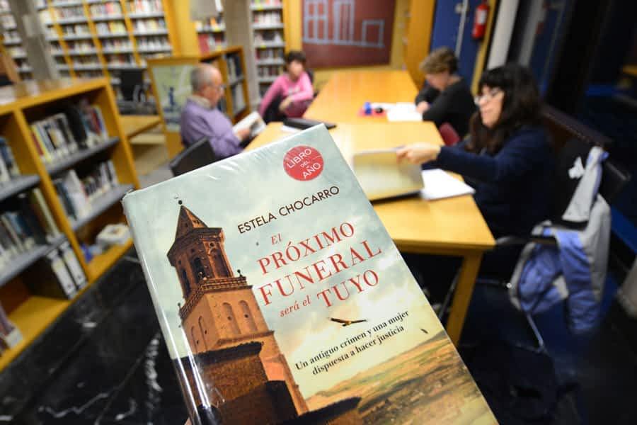 La autora navarra Estela Chocarro, número uno en la biblioteca de Estella