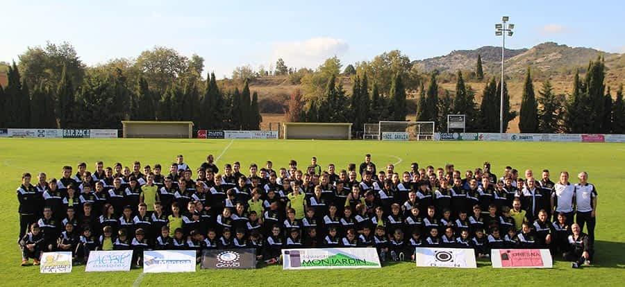 El Arenas presentó a sus 170 futbolistas