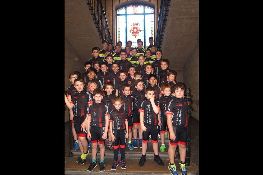 El Club Ciclista presentó a sus equipos