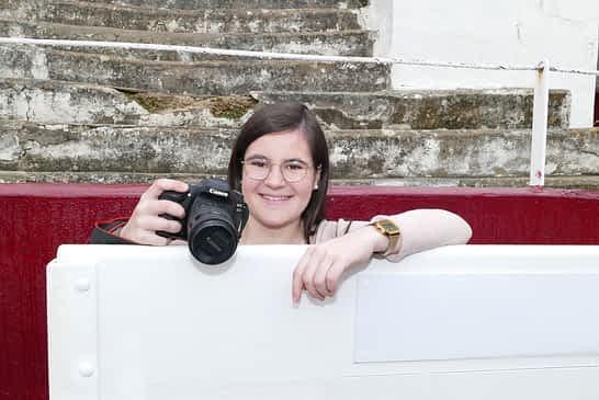 """LOCOS POR...La fotografía taurina - Paula Pérez Barbarin - """"El fotógrafo taurino tiene que ser previsor y conocer los movimientos de la res"""""""