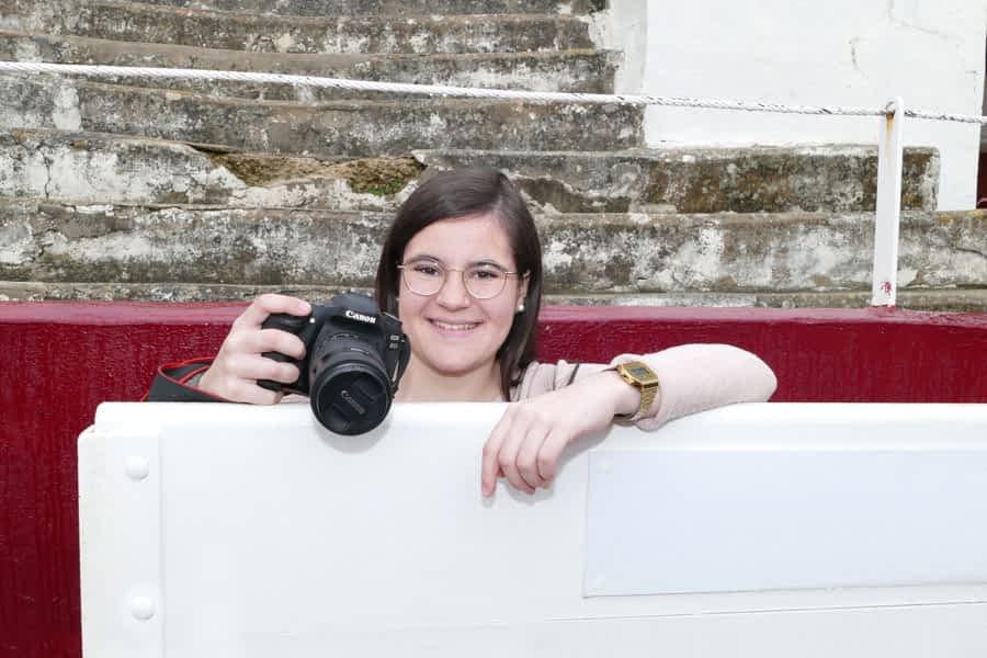 """LOCOS POR…La fotografía taurina – Paula Pérez Barbarin – """"El fotógrafo taurino tiene que ser previsor y conocer los movimientos de la res"""""""